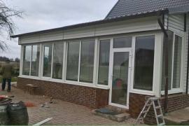 Окна на веранду установлены в поселке Ильюшино