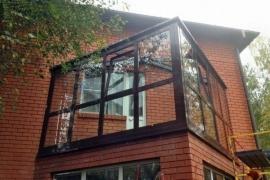 osteklenie-balkona-v-dome