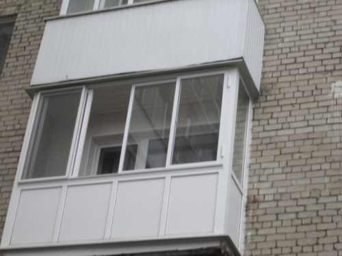 Отсекление балкона пластиковыми окнами (фото)