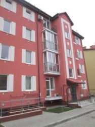 Установленный балкон в доме