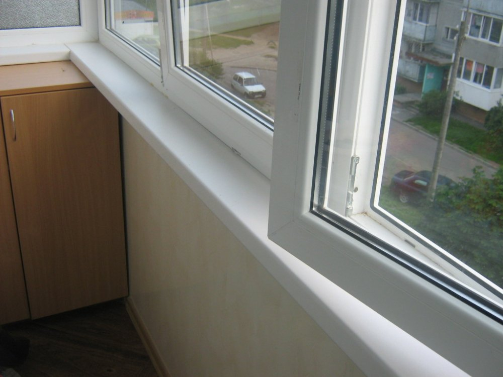 Установка шкафчика на балкон (фото)