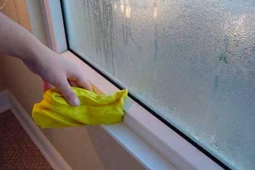 Как бороться с конденсатом на окнах.