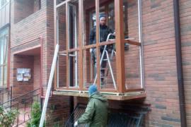 установка цветного балкона